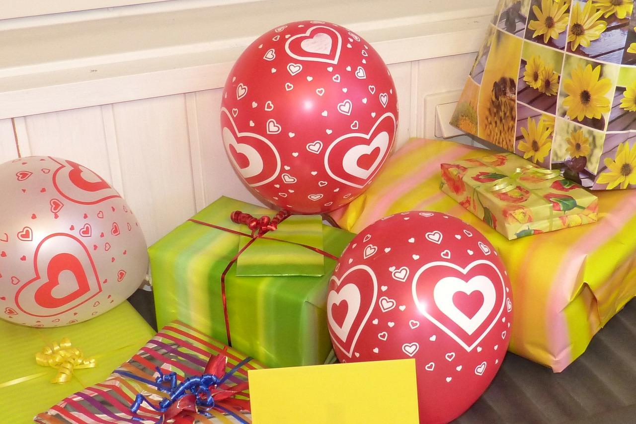 birthday-gifts-345655_1280