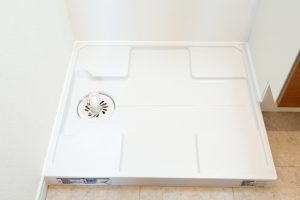 洗濯機の水抜き方法(やり方)とは?取り外し方のコツなど